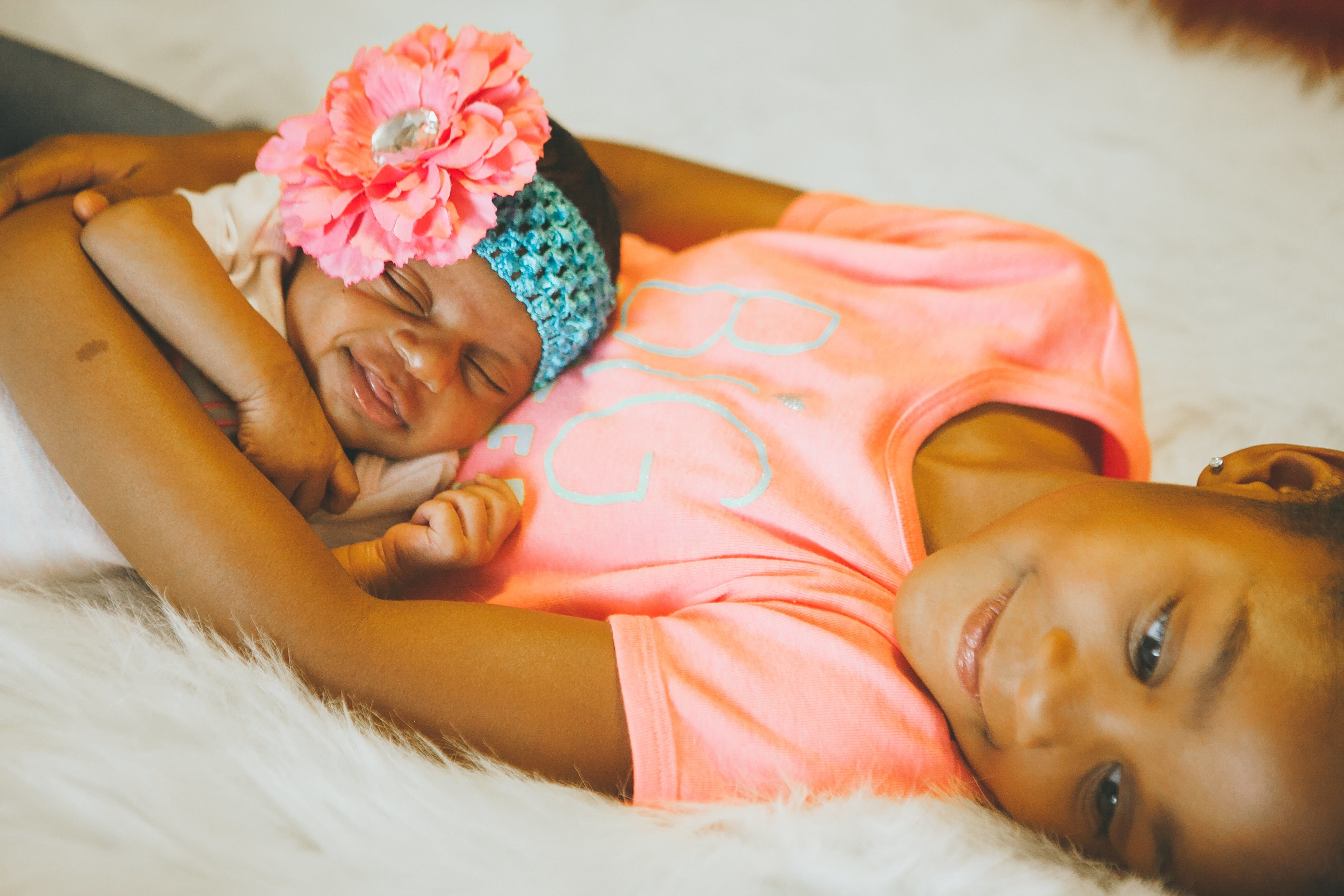 newborn photo shoot - sisters